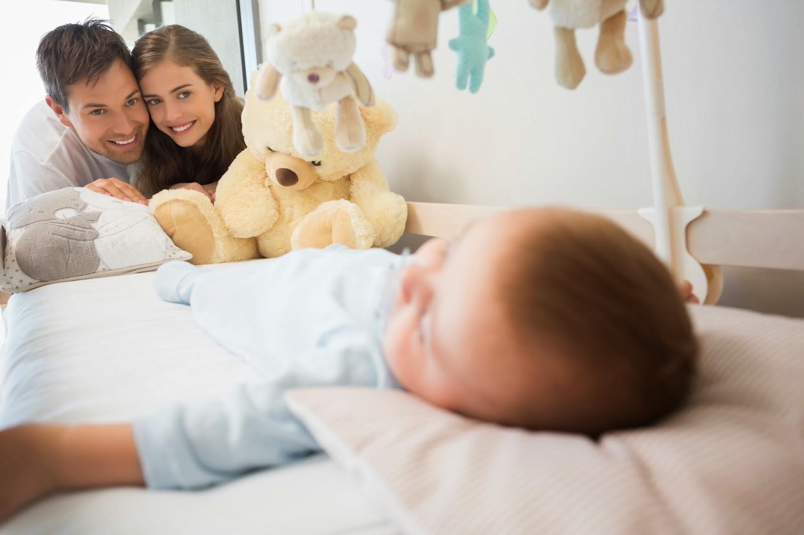 parinti-fericiti-ca-bebe-doarme-in-siguranta