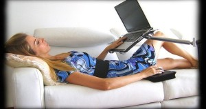 De ce sa folosesti o masuta laptop?